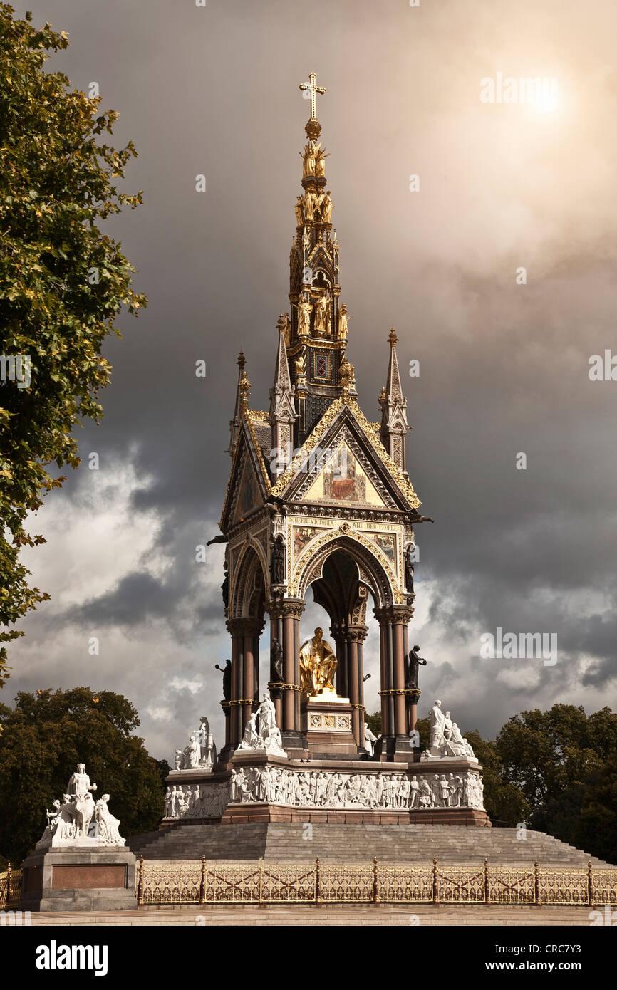 Albert Memorial gegen bewölktem Himmel Stockbild