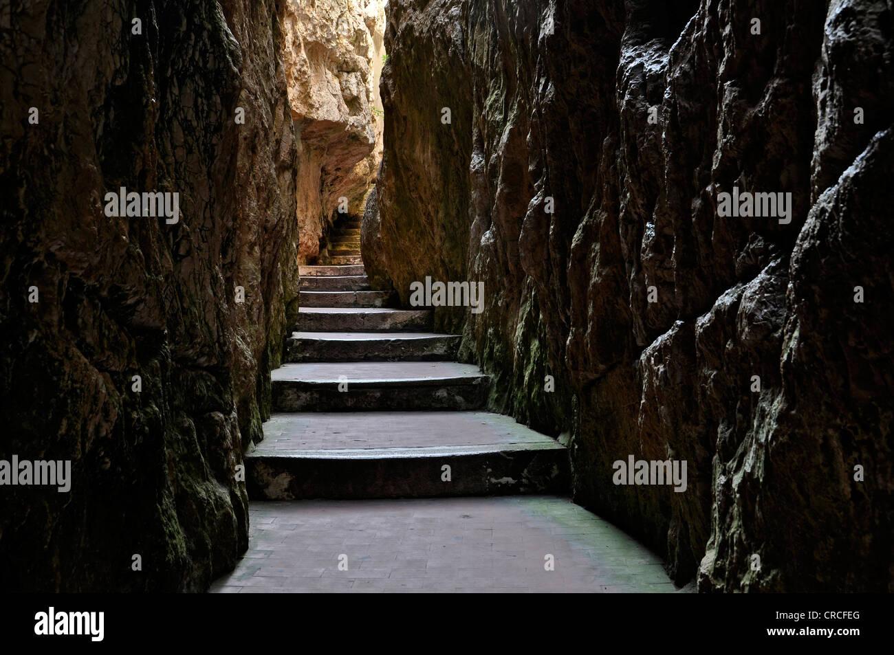 Durchgang in den Spalt des Berges Split, Montagna Spaccata, Gaeta, Lazio, Italien, Europa Stockbild