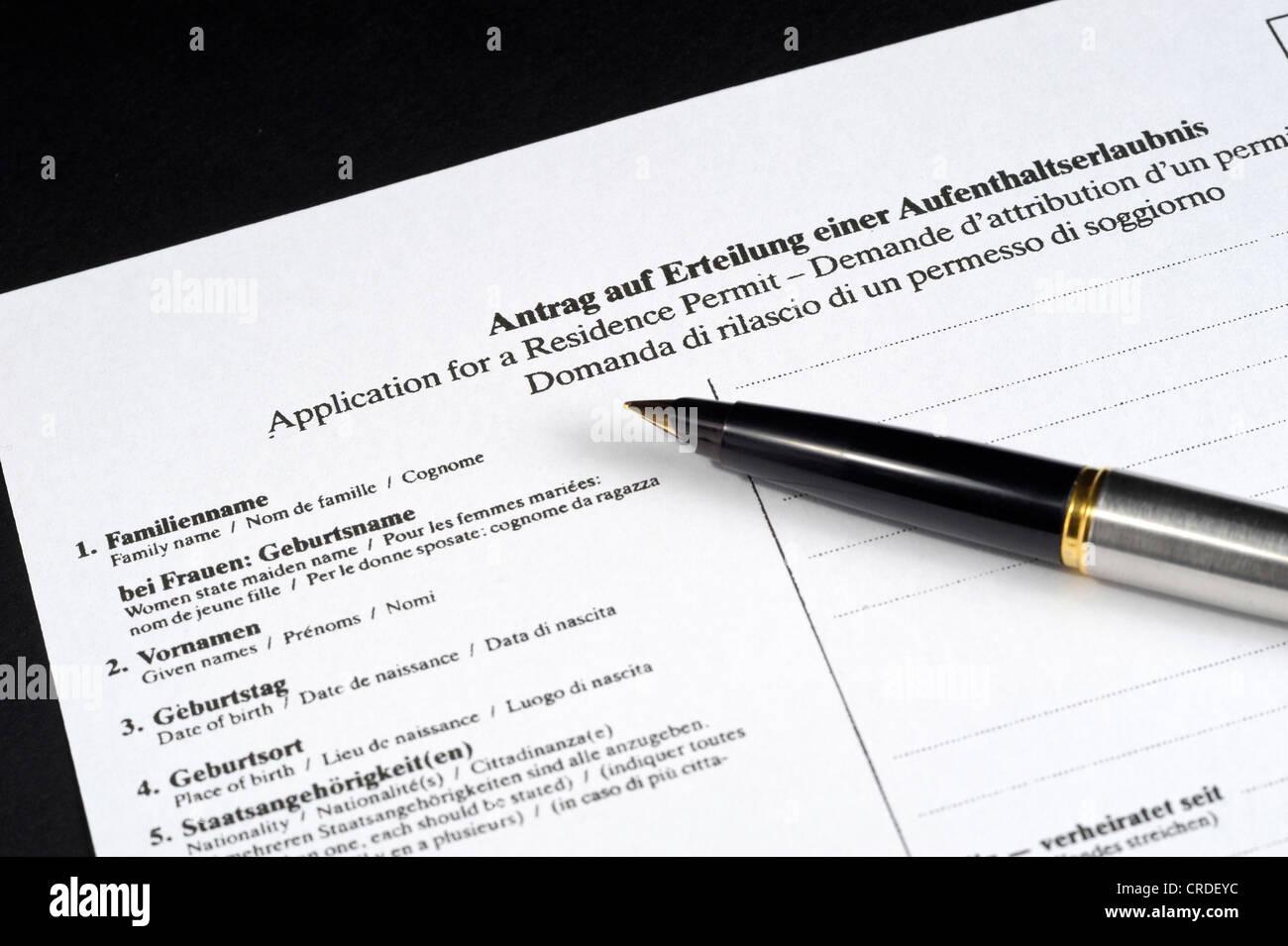 Antrag auf Erteilung einer Aufenthaltserlaubnis in Deutsch, Englisch ...