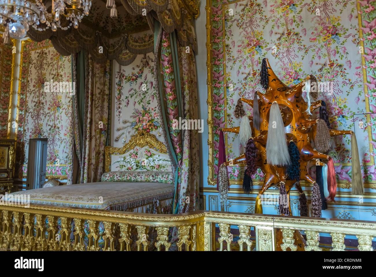 Paris, Frankreich, Touristen besuchen Queen-Schlafzimmer im Schloss ...