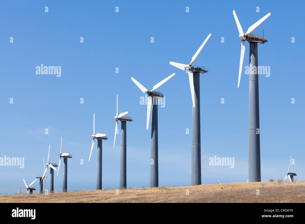 Windkraftanlagen in Windparks - Altamont Pass, Kalifornien, USA Stockbild