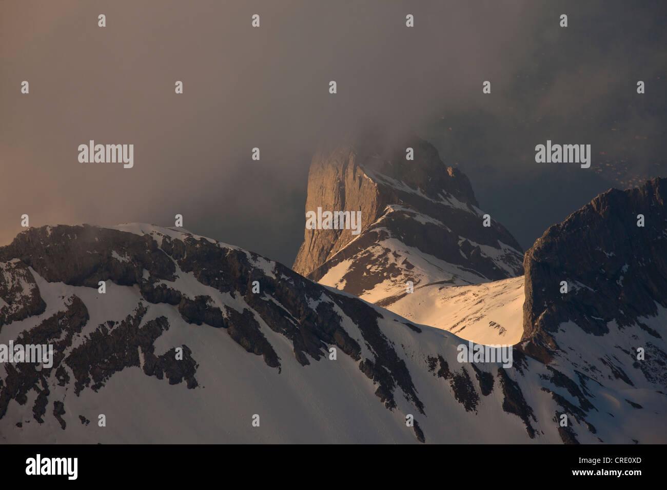 Abend in den Bergen Alpsteingebirge, Blick vom Mt. Säntis mit Mt. Altmann, Appenzellerland, Alpen, Schweiz, Stockbild