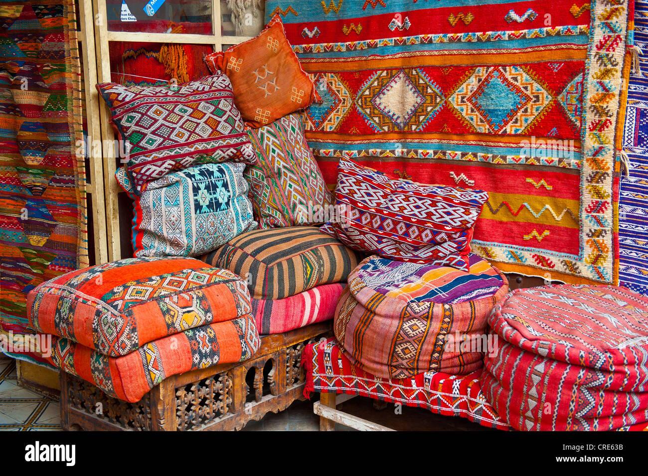 Orientalische Kissen traditionelle orientalische kissen aus alten teppichen und bunt