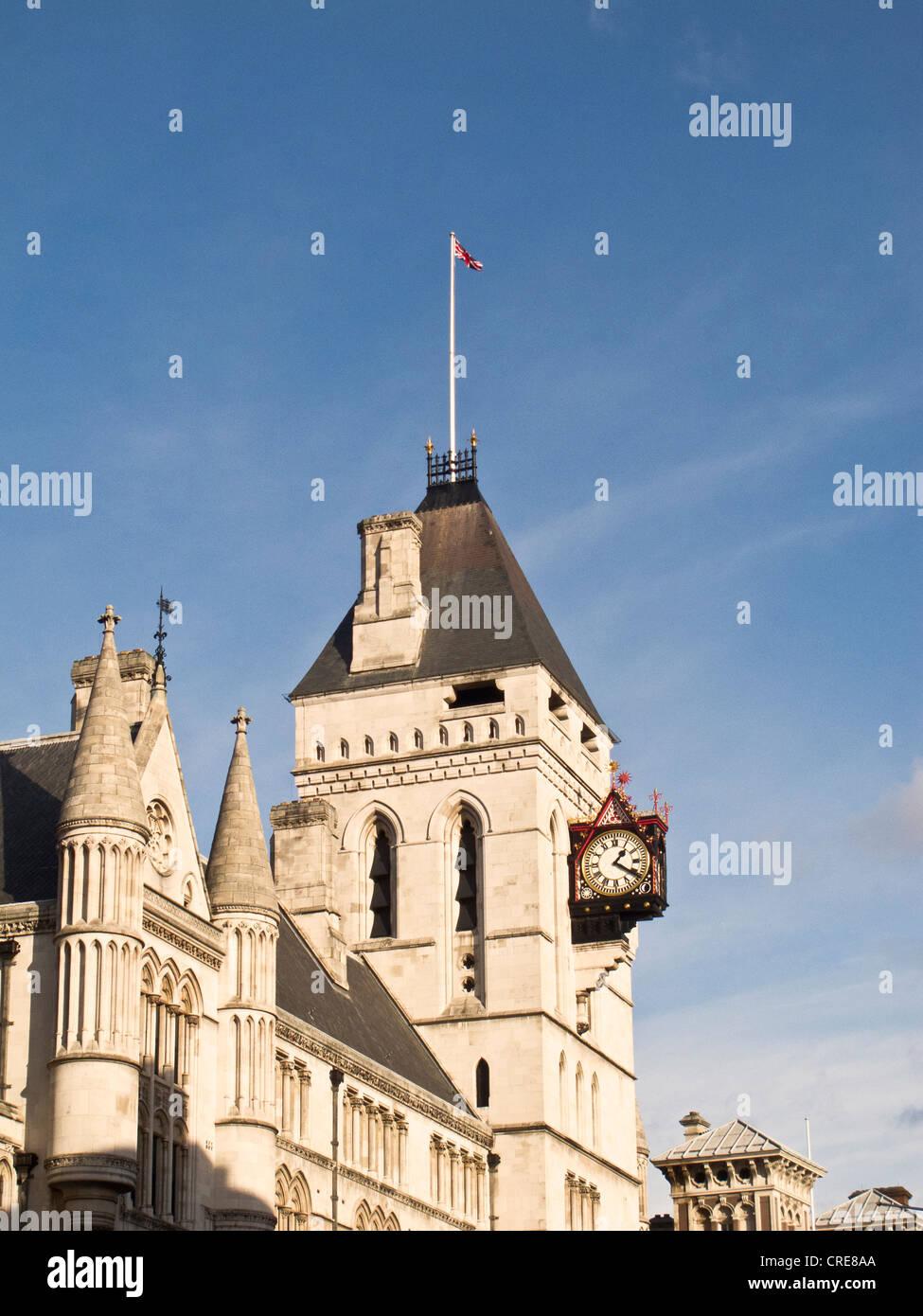 Der Uhrturm an der Royal Courts of Justice, London Stockfoto