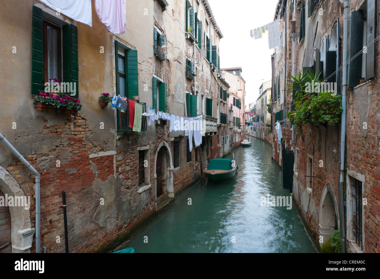 drying laundry italy stockfotos drying laundry italy bilder alamy. Black Bedroom Furniture Sets. Home Design Ideas