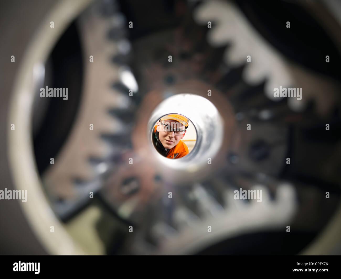 Lehrling Ingenieur Prüfung Zahnräder Stockbild