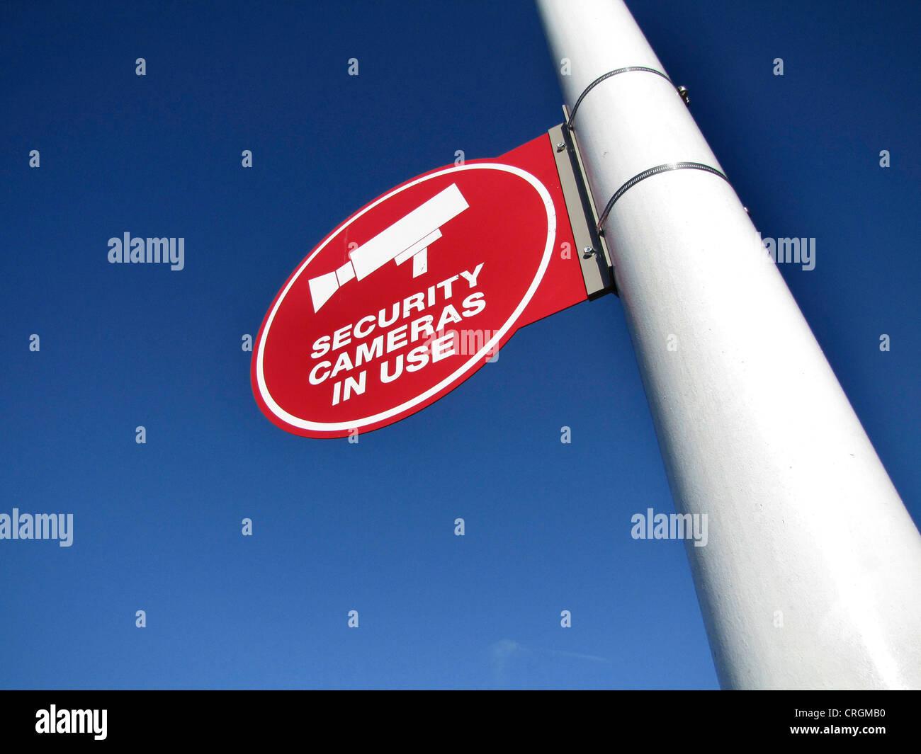 """Melden Sie Information über """"Sicherheitskameras im Einsatz"""", USA, California, Santa Cruz Stockbild"""