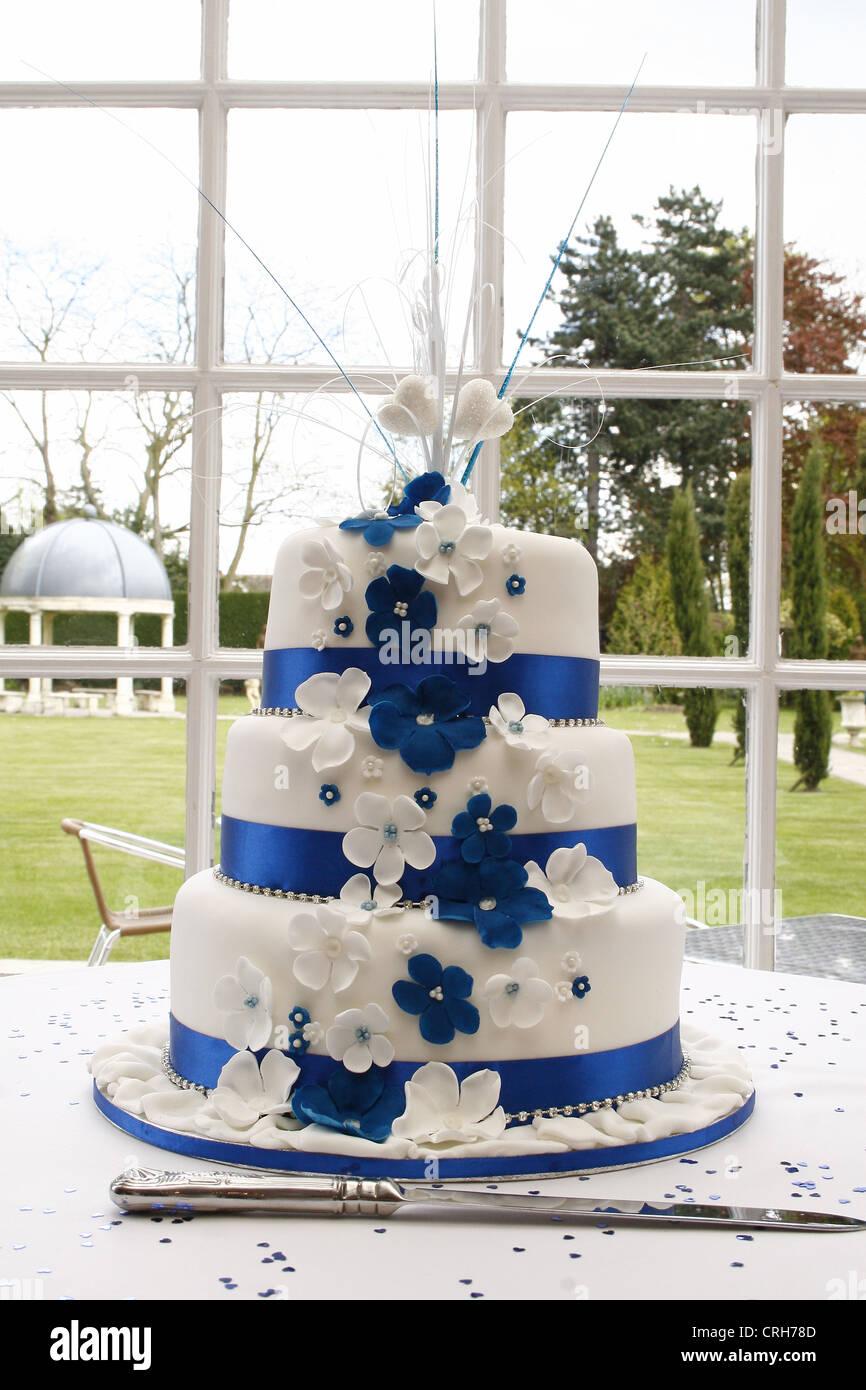 Blaue Und Weisse Hochzeitstorte West Retford Hotel Nordstrasse