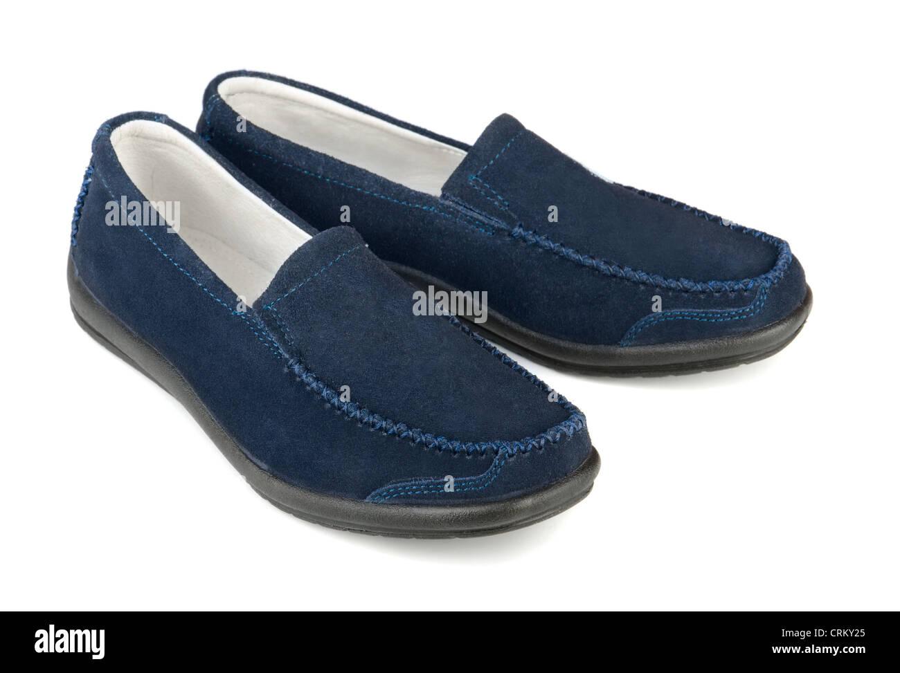 Blauen Wildleder lässige Loafer isoliert auf weiss Stockbild