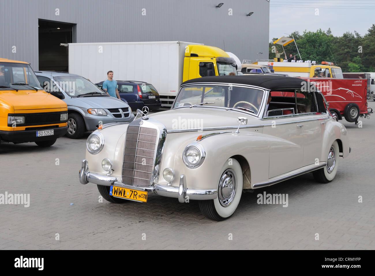 oldtimer cabrio mercedes benz 300 c stockfoto, bild: 49018474 - alamy