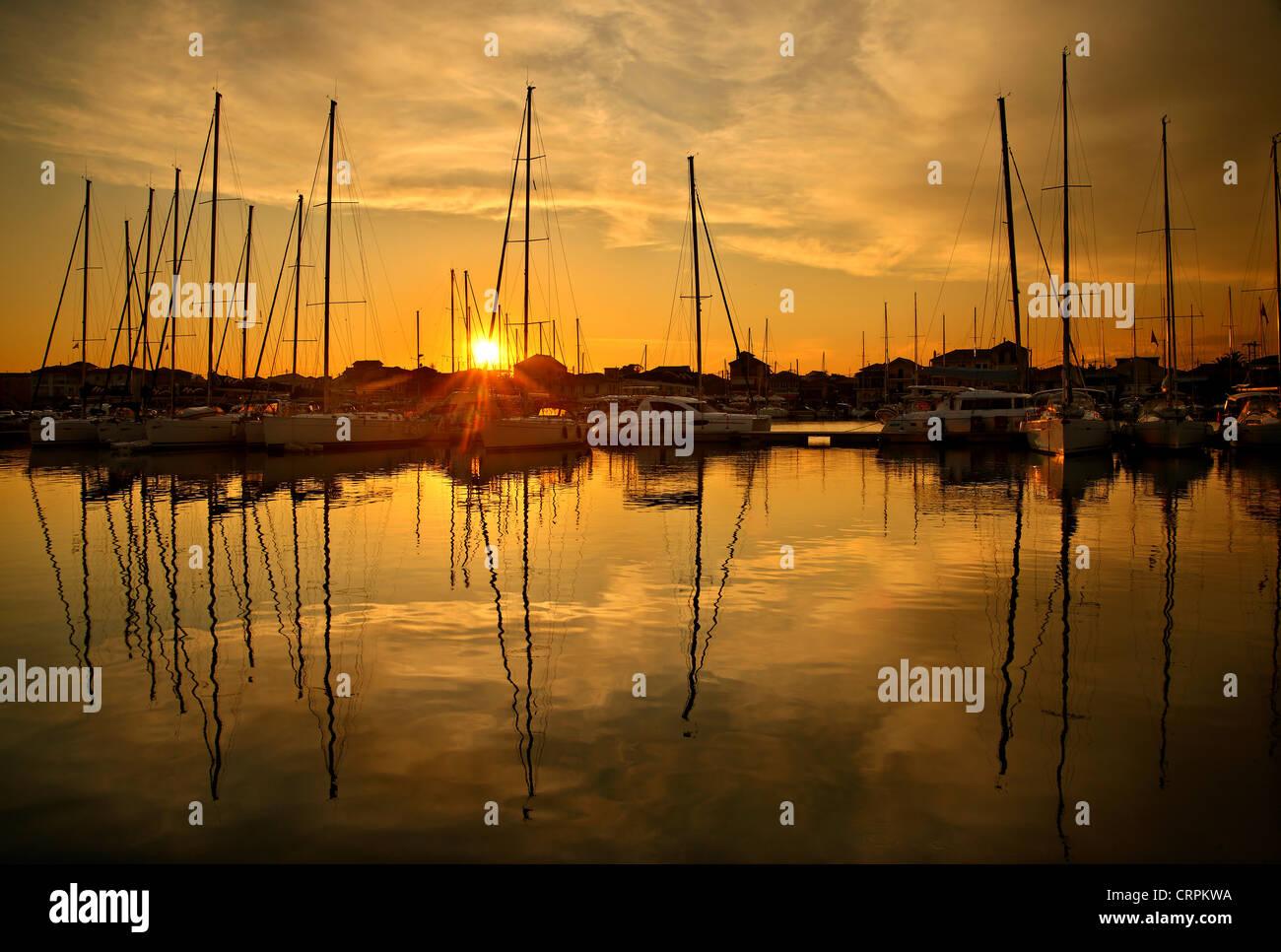 """Sonnenuntergang am Yachthafen in Lefkada (oder """"Lefkas"""") Stadt Lefkada Insel, Ionisches Meer, Nordteil Stockbild"""