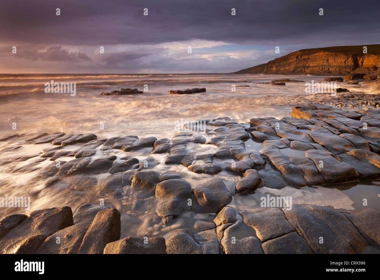 Dunraven Bay auf der Glamorgan Heritage Coast, South Wales. Winter (Dezember) 2011. Stockbild