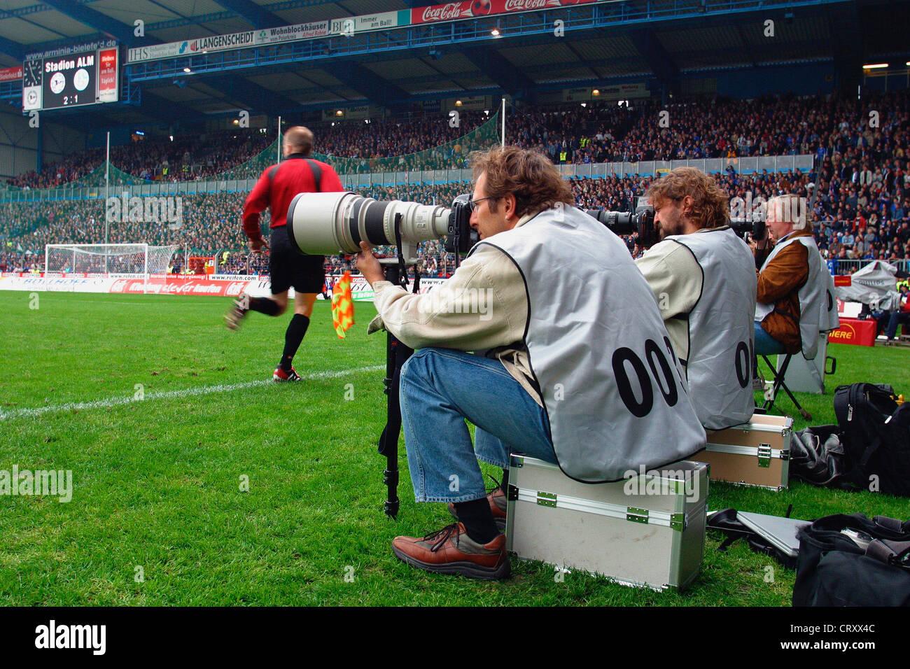 Fotografen Bielefeld bielefeld sport fotografen beim bundesliga fußballspiel stockfoto