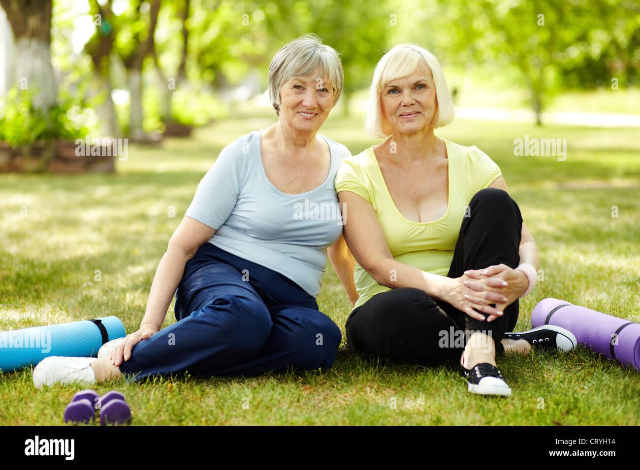 Sportbekleidung Für Damen Stockfotos & Sportbekleidung Für