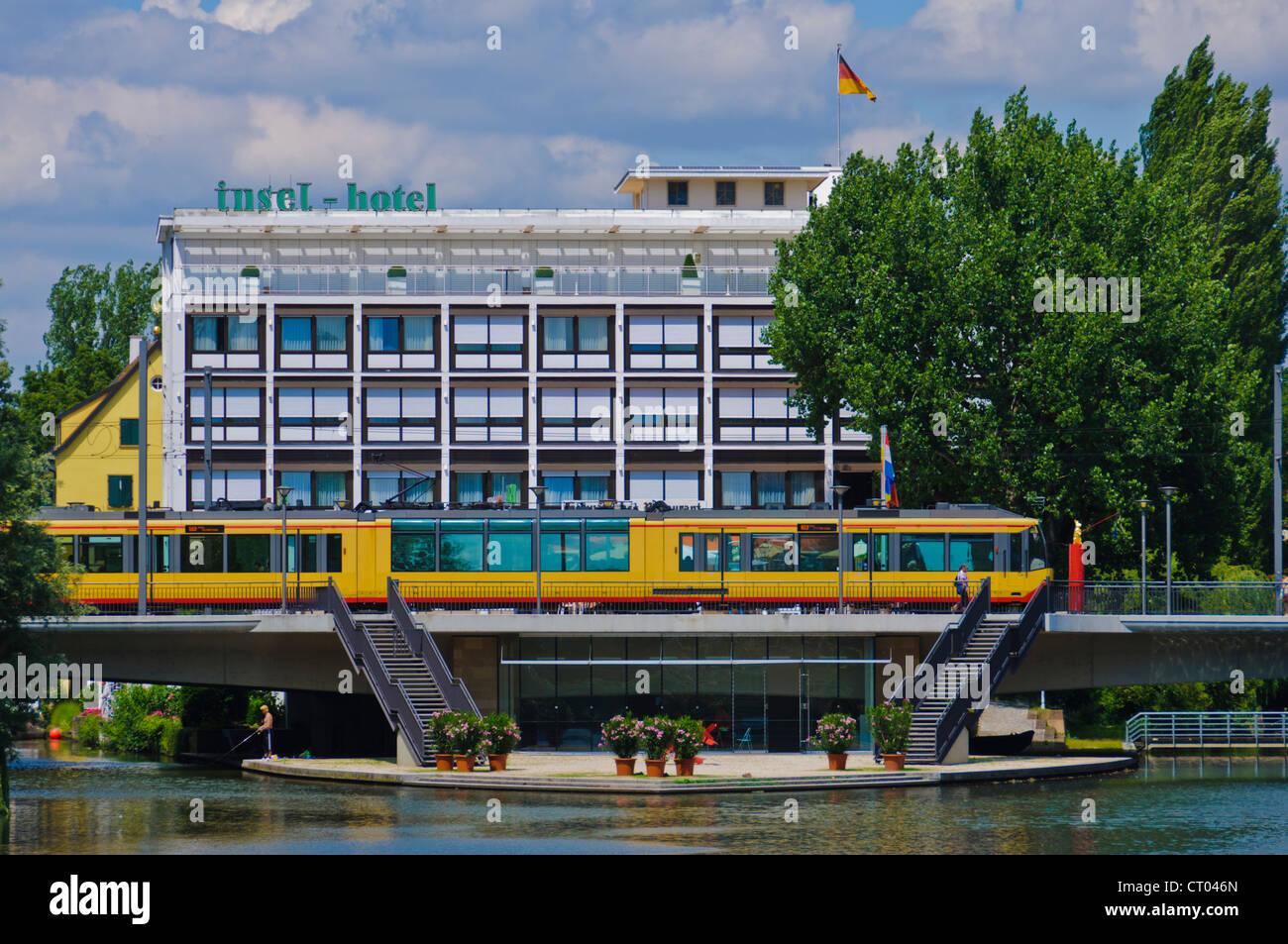 """Insel-Hotel, Galerie """"Manfred Rieker"""", Fluss Neckar, Friedrich-Ebert-Brücke, s-Bahn """"Stadtbahn"""" Stockbild"""