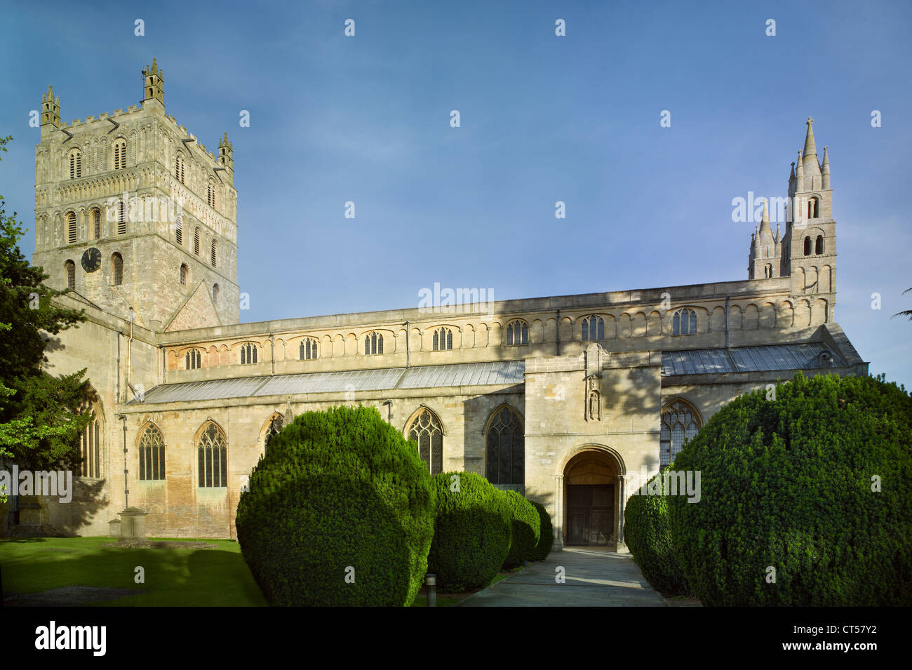 Tewkesbury Abbey aus Norden, normannische Architektur Stockbild