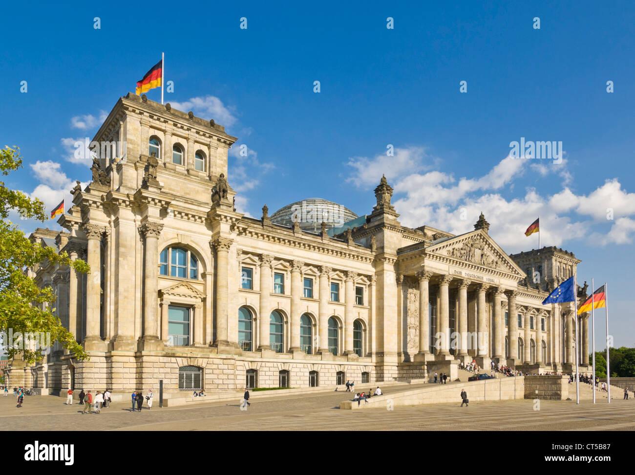 westlichen Portikus des Reichstagsgebäudes Berlin-Mitte Deutschland EU Europa Stockbild