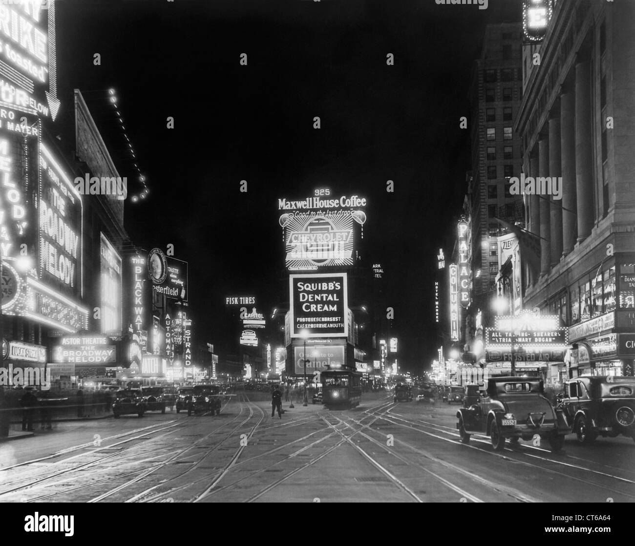 Times Square bei Nacht, ca. 1945, New York City Stockbild