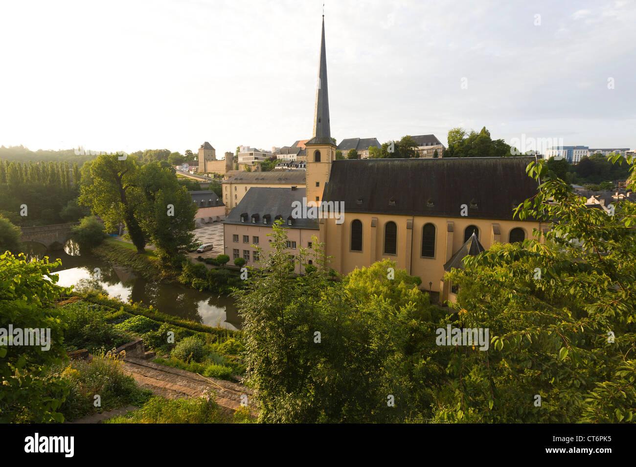 Am frühen Morgen in der Kirche der Neumünster Abbey in dem Viertel Grund anzeigen Stockbild