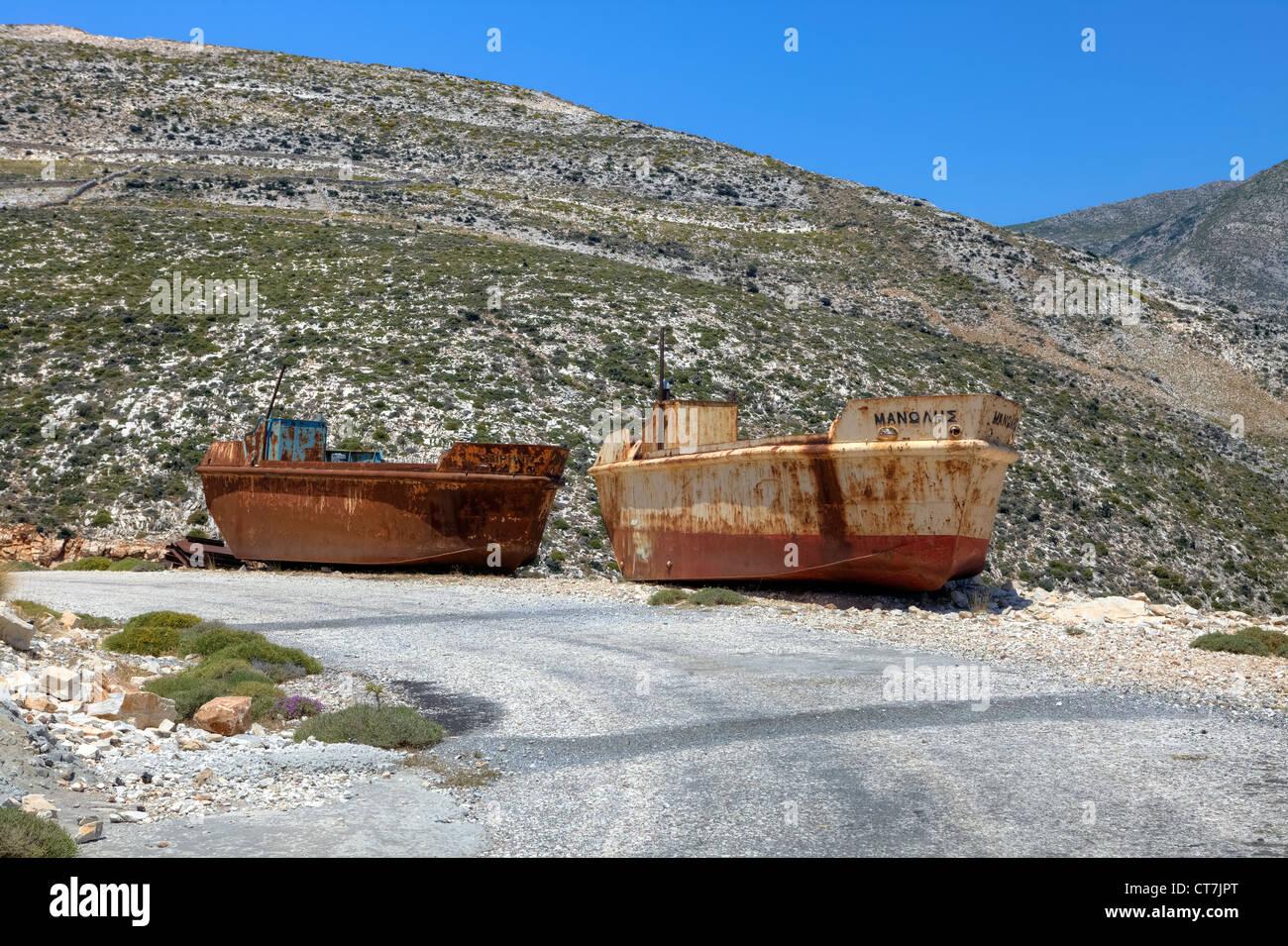 ehemalige Frachtschiffe für die Schmirgel-Extraktion bei Moutsouna, Naxos, Griechenland Stockbild