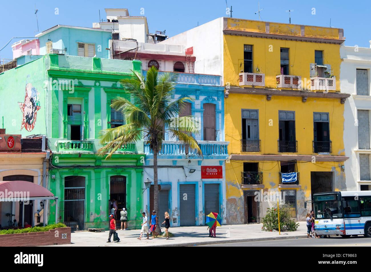 Farbenfrohe Gebäude, La Havanna, Kuba Stockbild