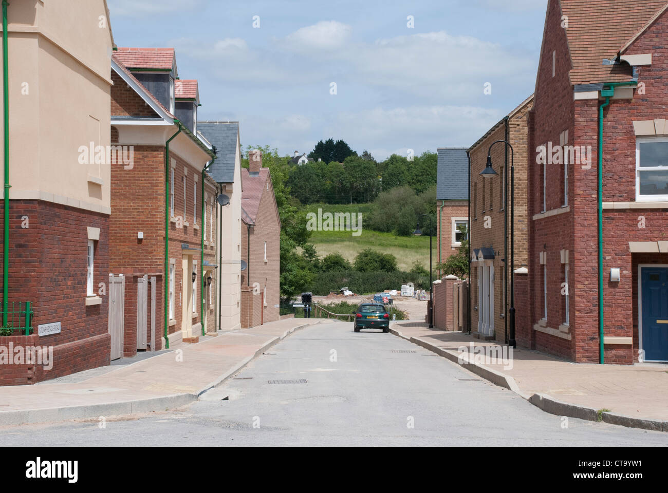 Einer ruhigen Straße in der Swindon Wichelstowe Nachbarschaft. Stockbild