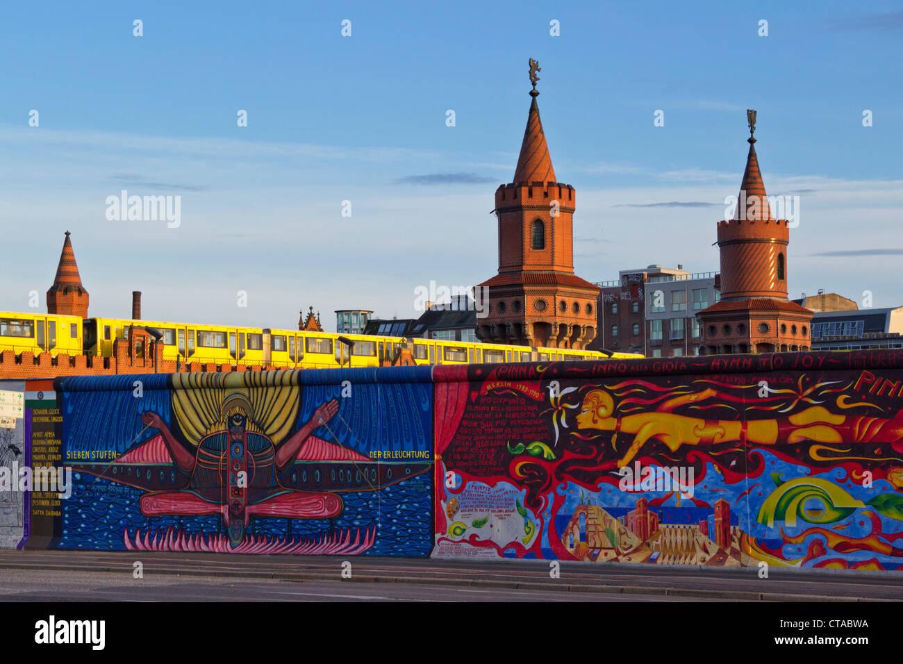Berliner Mauer-Wandbild, East Side Gallery, Berlin, Deutschland, Europa Stockbild