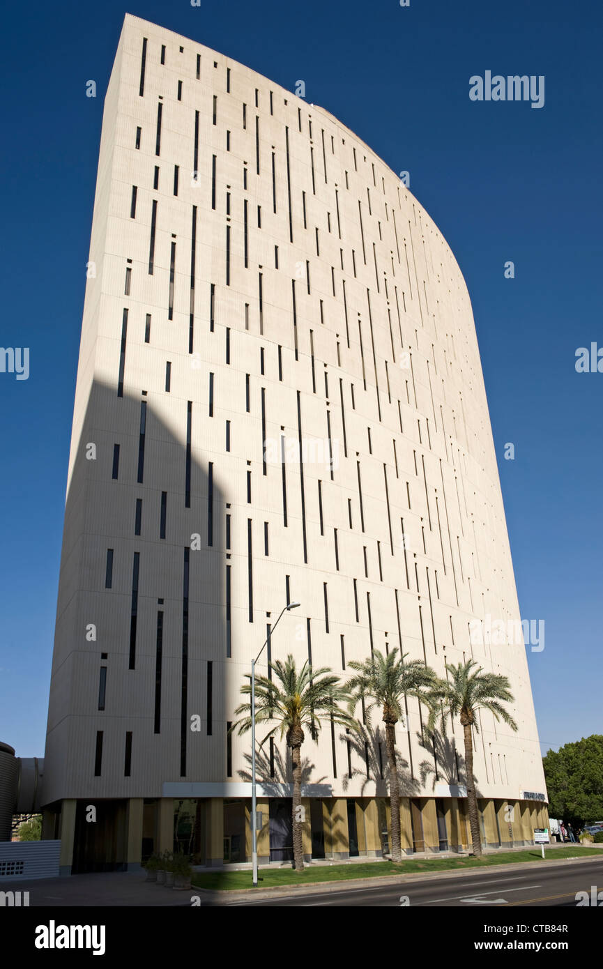 Die Südwand des Turmes an der Phoenix Financial Center, Innenstadt von Phoenix, Arizona Stockbild