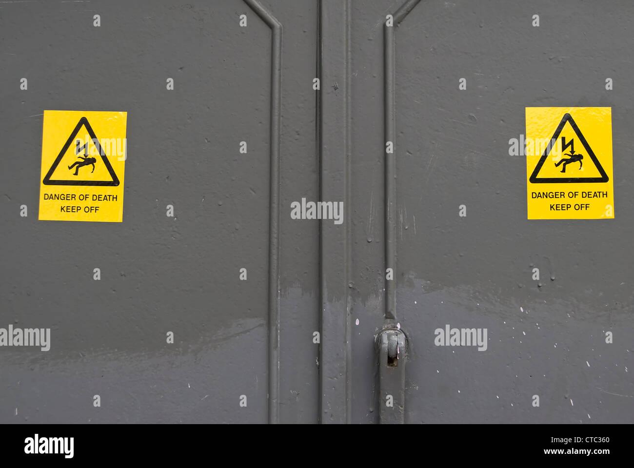 Danger Death Sign On Electrical Stockfotos & Danger Death Sign On ...