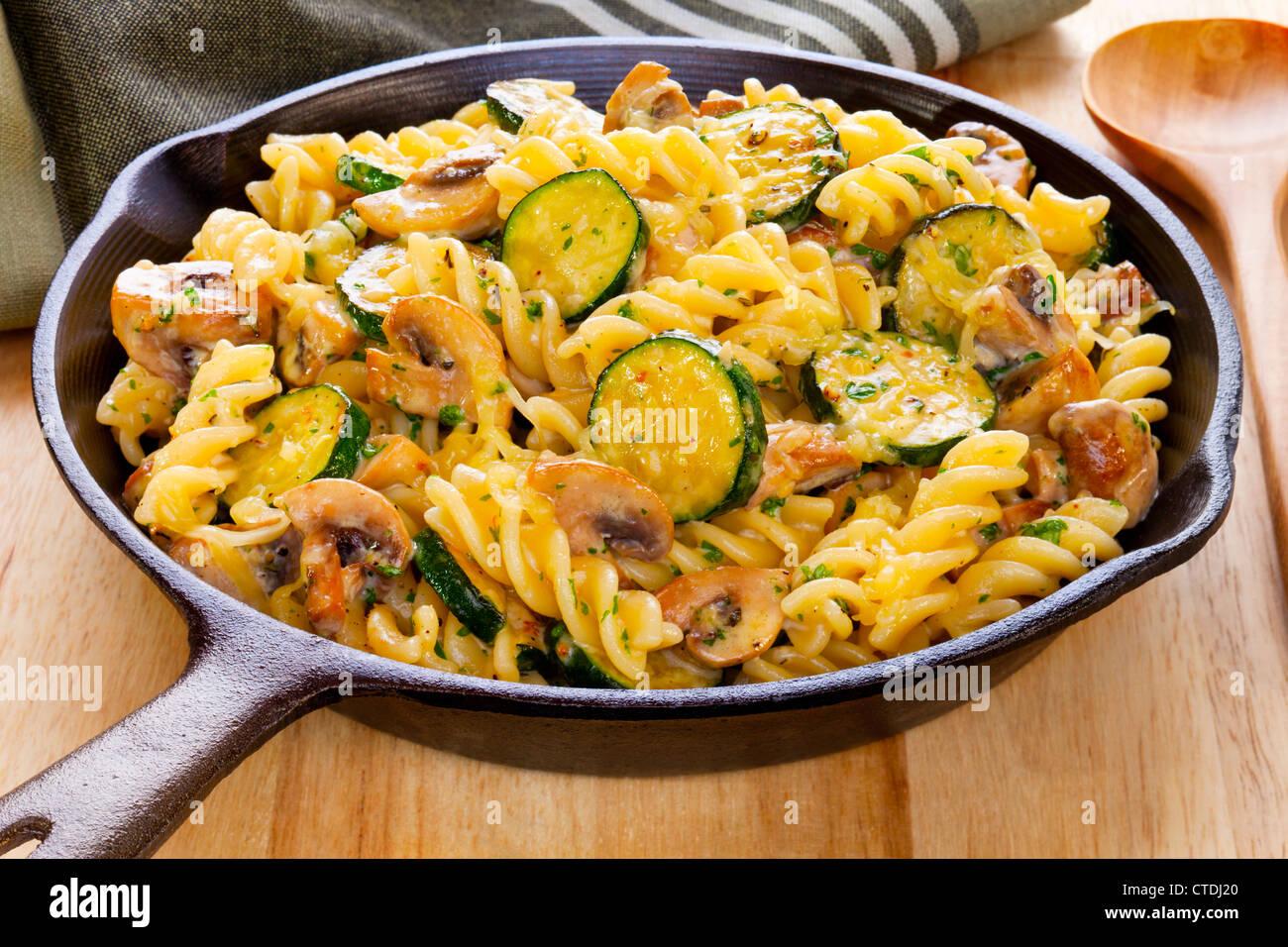 fusili nudeln berbacken mit champignons und zucchini in rahmsauce mit parmesan mozzarella und. Black Bedroom Furniture Sets. Home Design Ideas