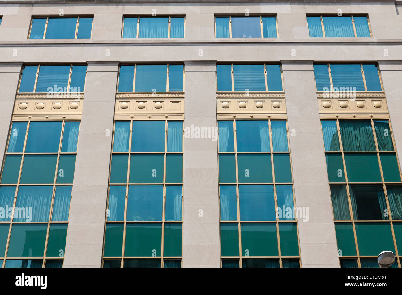 Retro Buro Gebaude Windows Stockfoto Bild 49473761 Alamy