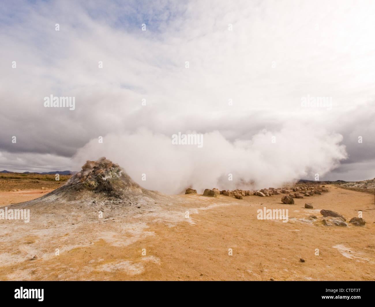 Fumarole Dämpfen in Namafjall, in Nord-Island. Stockbild
