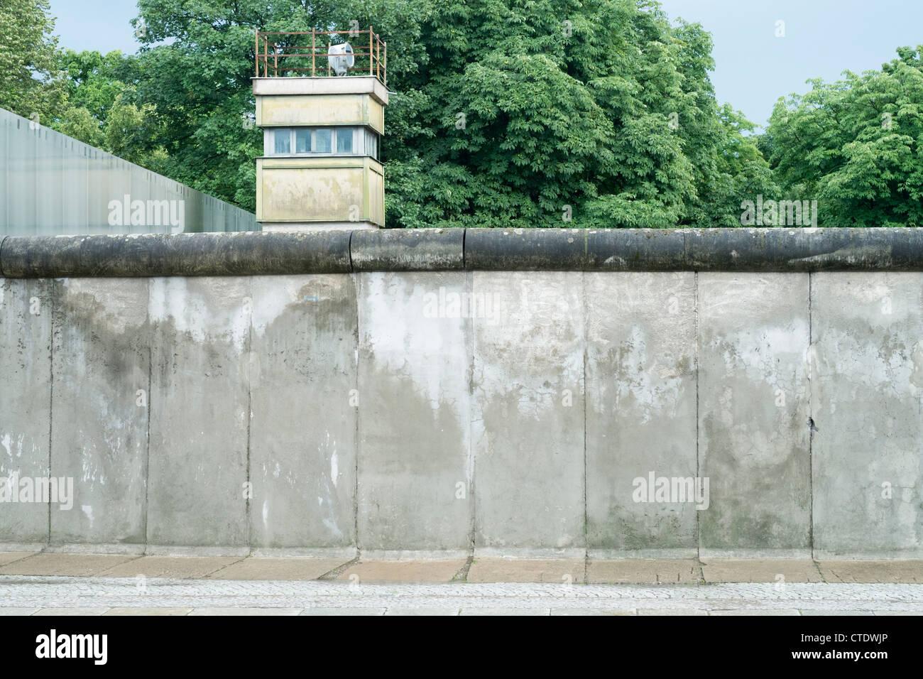 Abschnitt der original Berliner Mauer an der Bernauer Straße in Berlin-Deutschland Stockbild