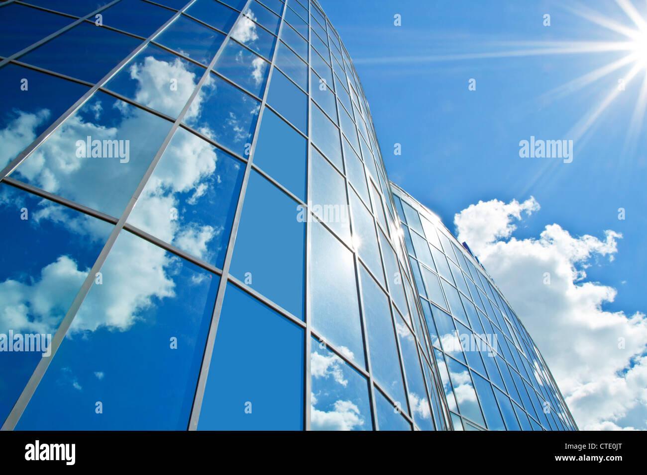 Foto eines Gebäudes des Einkaufszentrums in der Sommernachmittag Stockbild