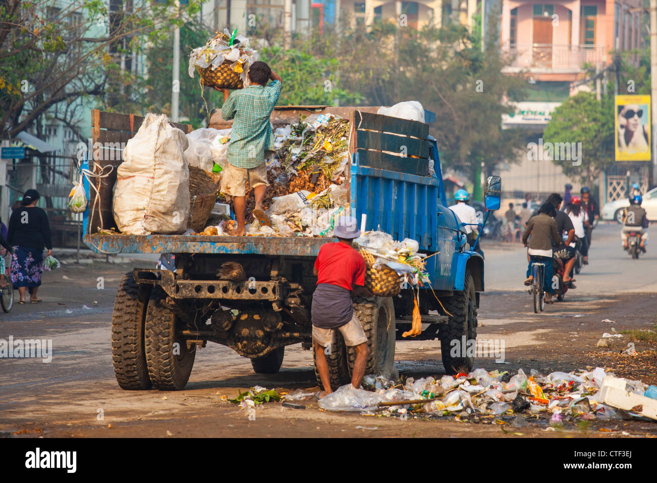 Müllabfuhr in Mandalay, Myanmar Stockbild