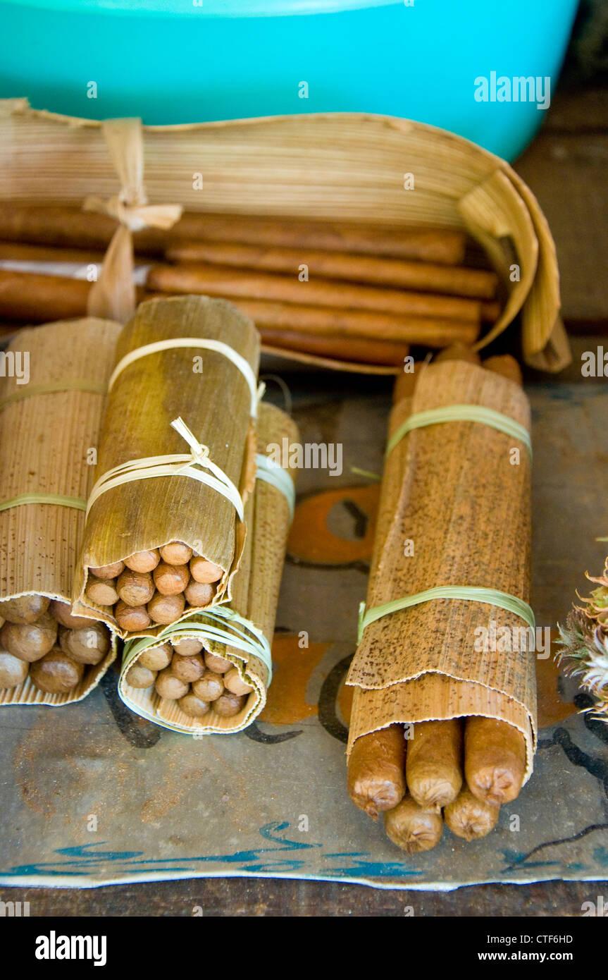 Hausgemachte kubanische Zigarren, Viñales, Kuba Stockbild