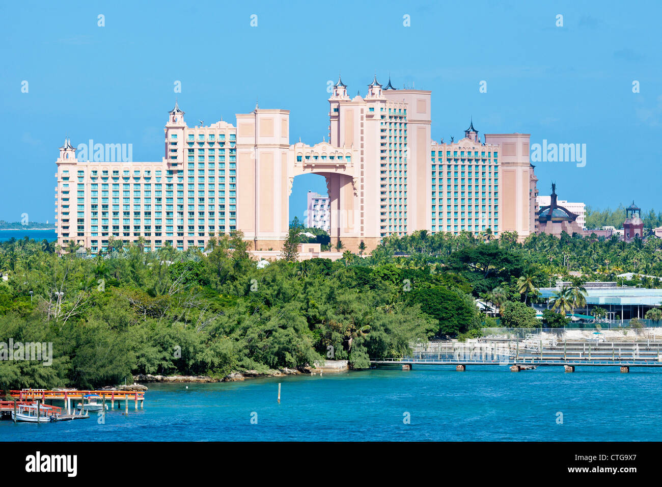 Atlantis Paradise Island Resort Und Der Wasserpark Auf Paradise Island In Nassau Bahamas Stockfotografie Alamy