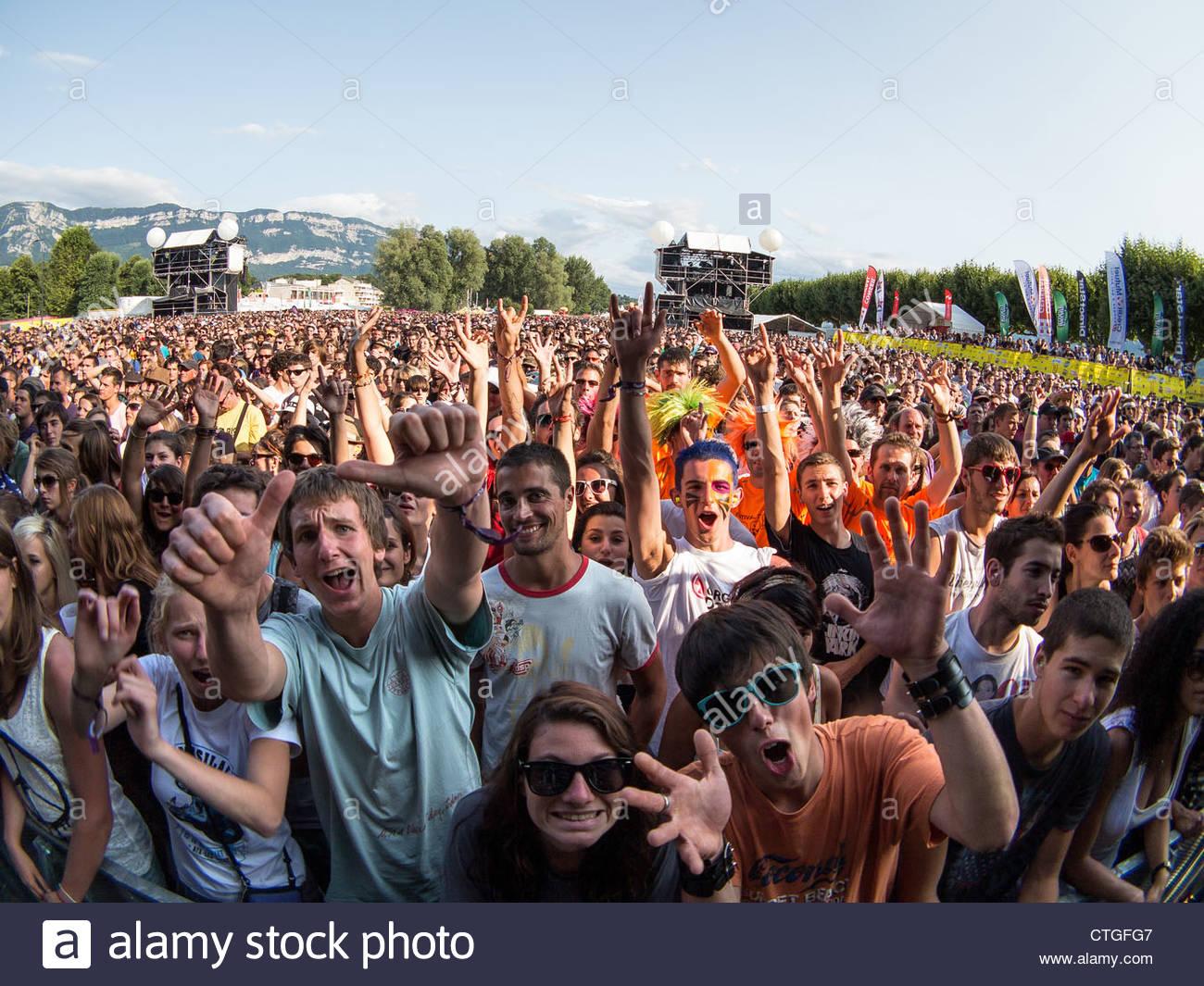 Erstaunliche Publikum am Musilac Sommer Festival Stockbild