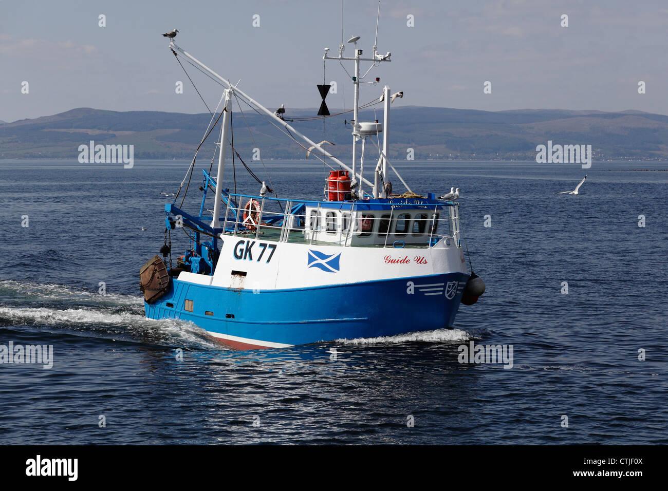Kleine Fischerboote Boot Guide uns Segeln in Firth of Clyde, Ayrshire, Schottland, Großbritannien Stockbild