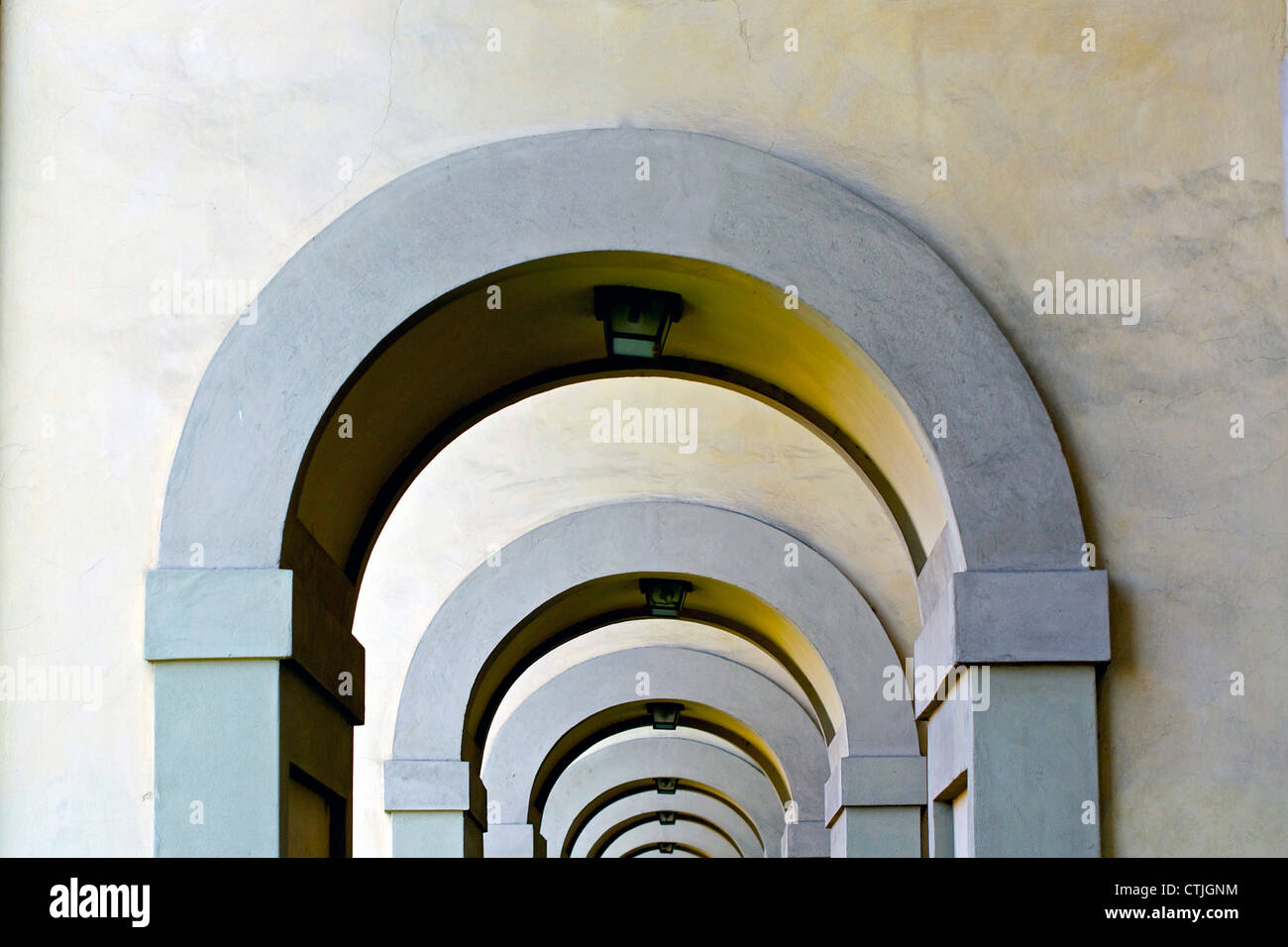Reihe von konkreten Bögen in Italien Florance Stockbild