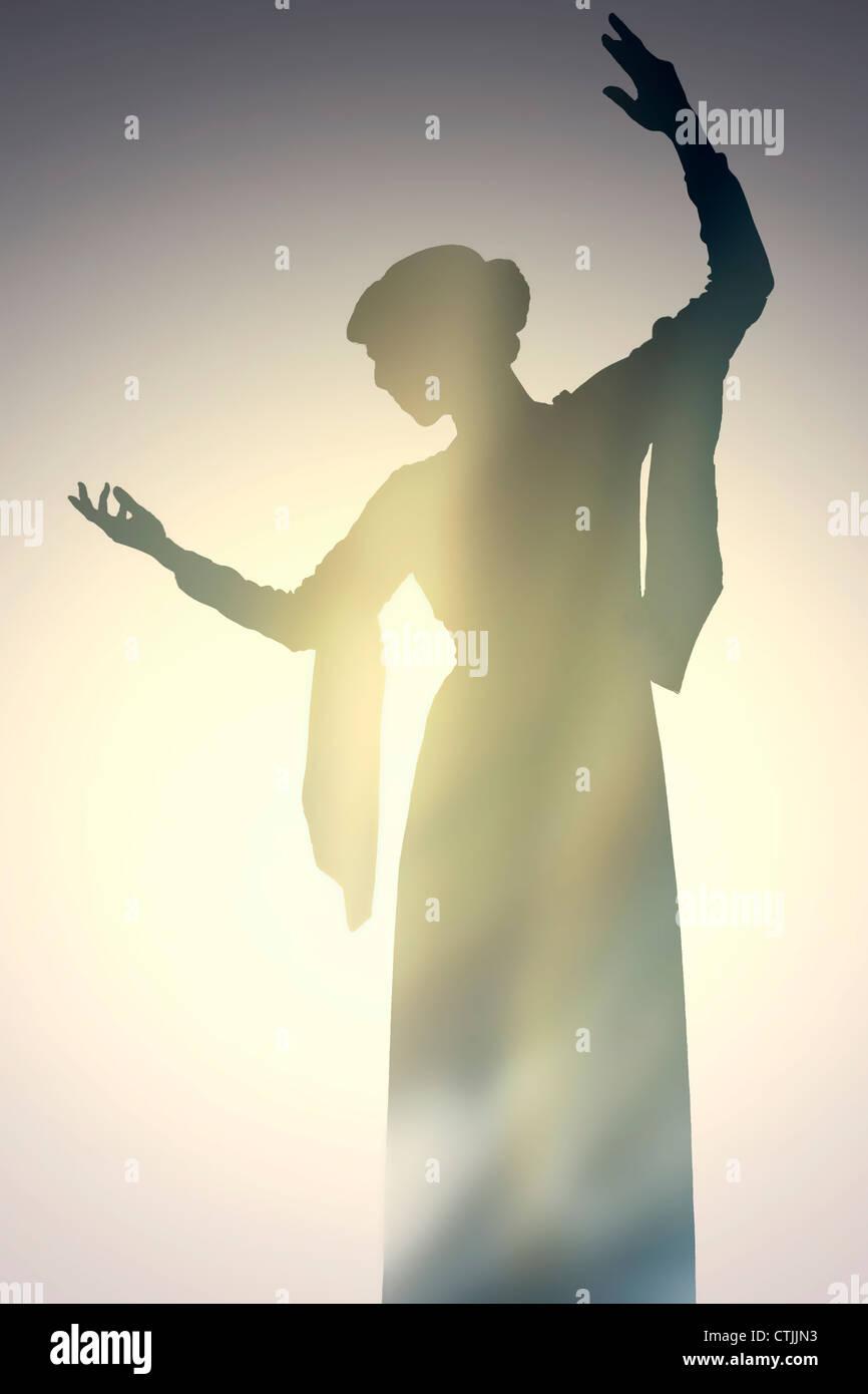 Silhouette einer Frau in einem eleganten Kleid tanzen Stockbild