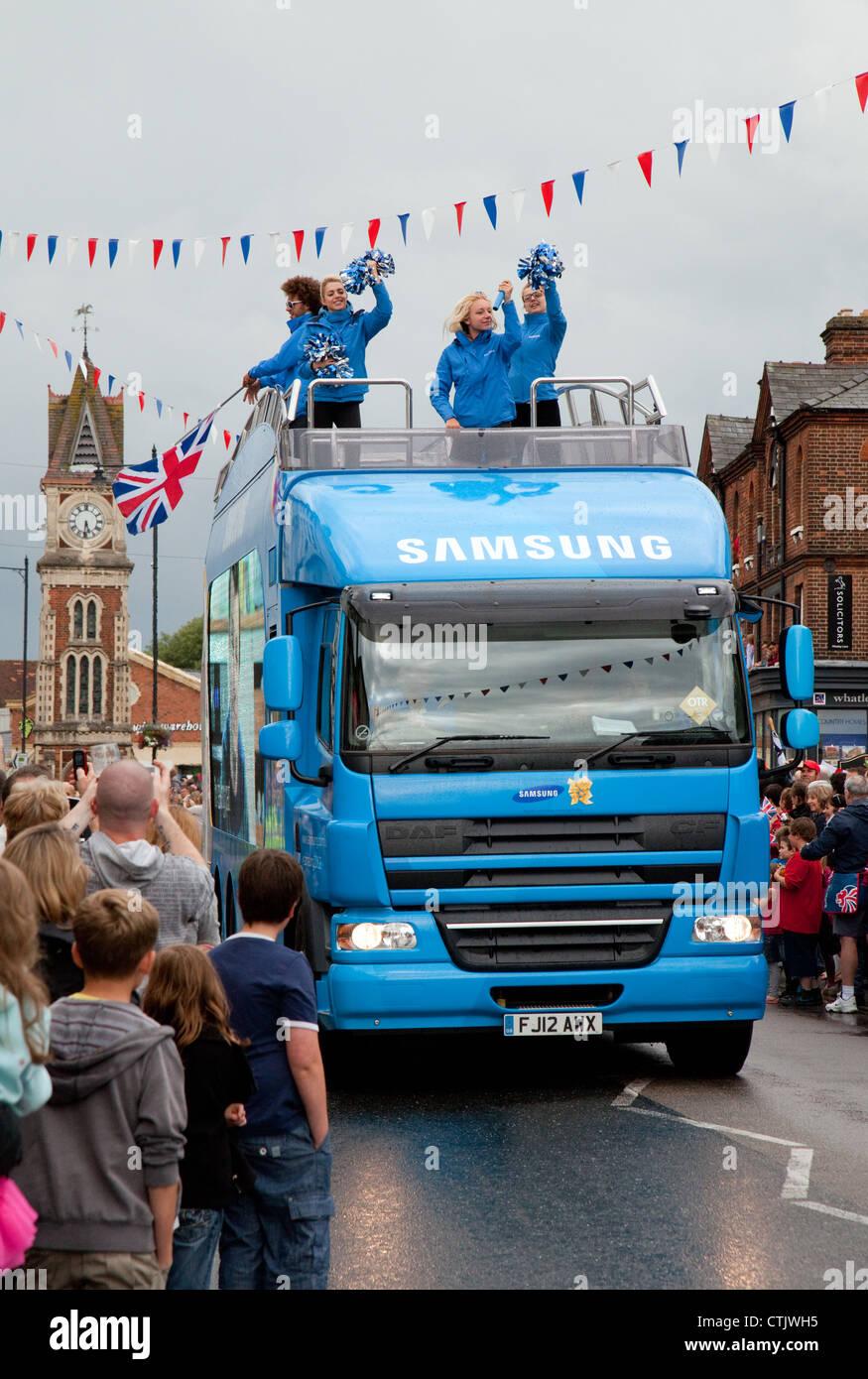 Samsung Olympia Sponsor LKW, der Olympische Fackellauf in Newmarket Suffolk East Anglia UK Stockbild
