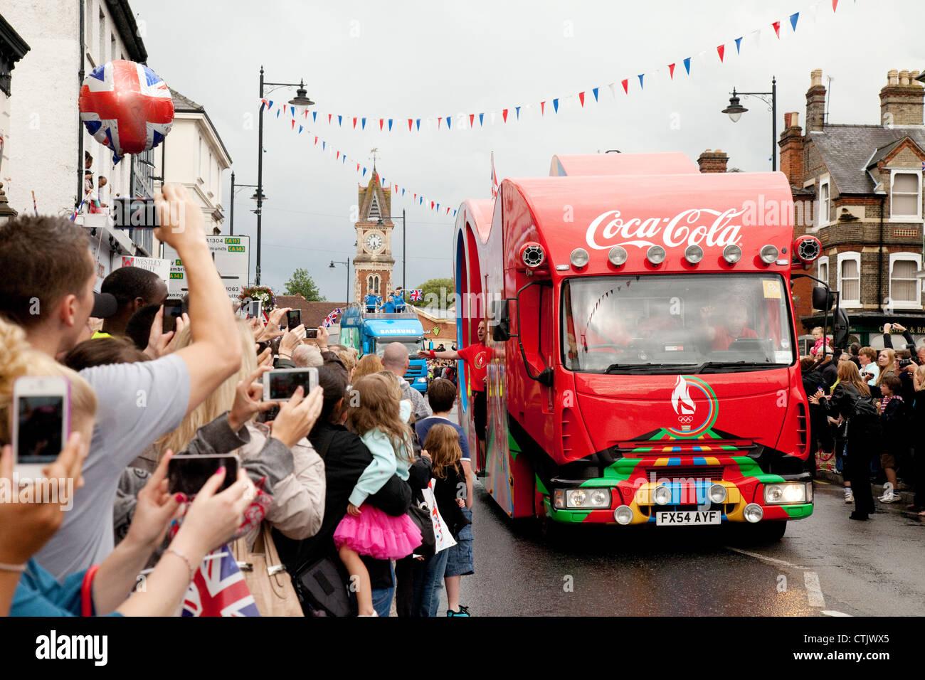 Coca Cola 2012 Olympischen Sponsor LKW bei der Fackellauf Newmarket Suffolk East Anglia UK Stockbild