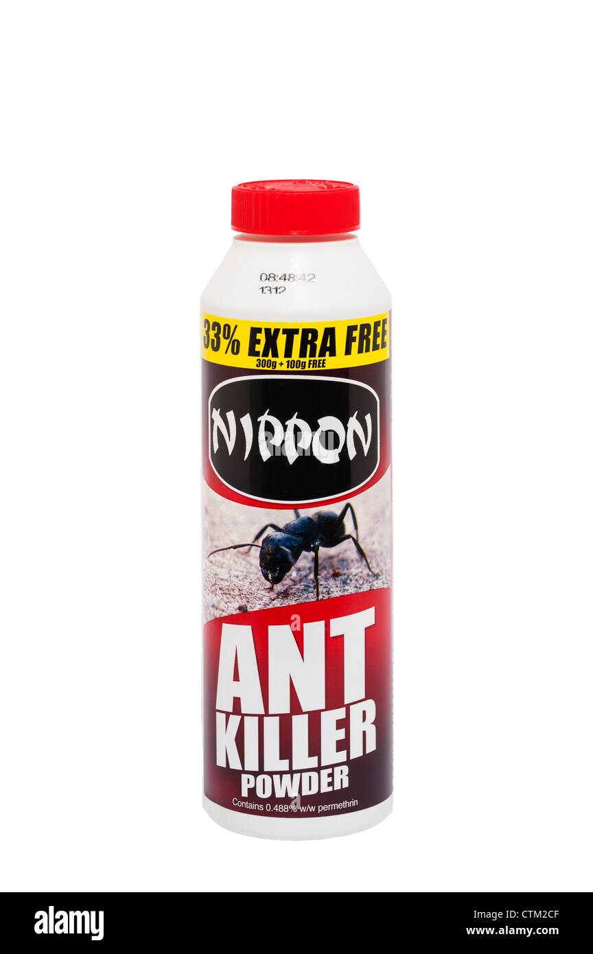 Eine Wanne mit Nippon Ant Killer Pulver auf weißem Hintergrund Stockbild