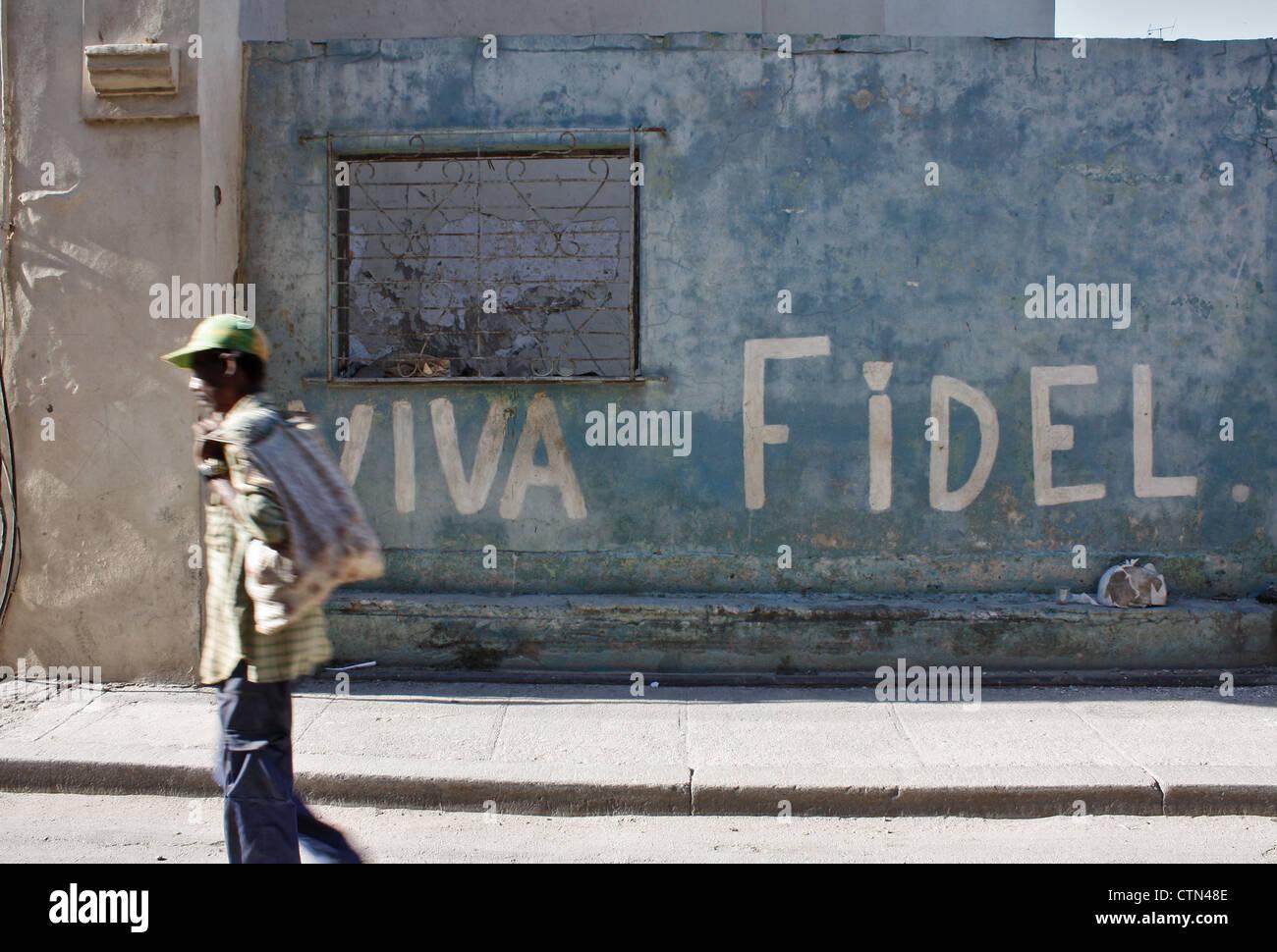 Viva Fidel geschrieben auf einer Wand in der Innenstadt von Havanna, Kuba Stockbild