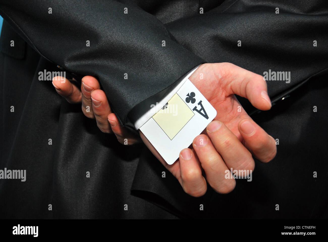 ein Ass in der Hülse wegen Betrugs Zweck versteckt Stockfoto