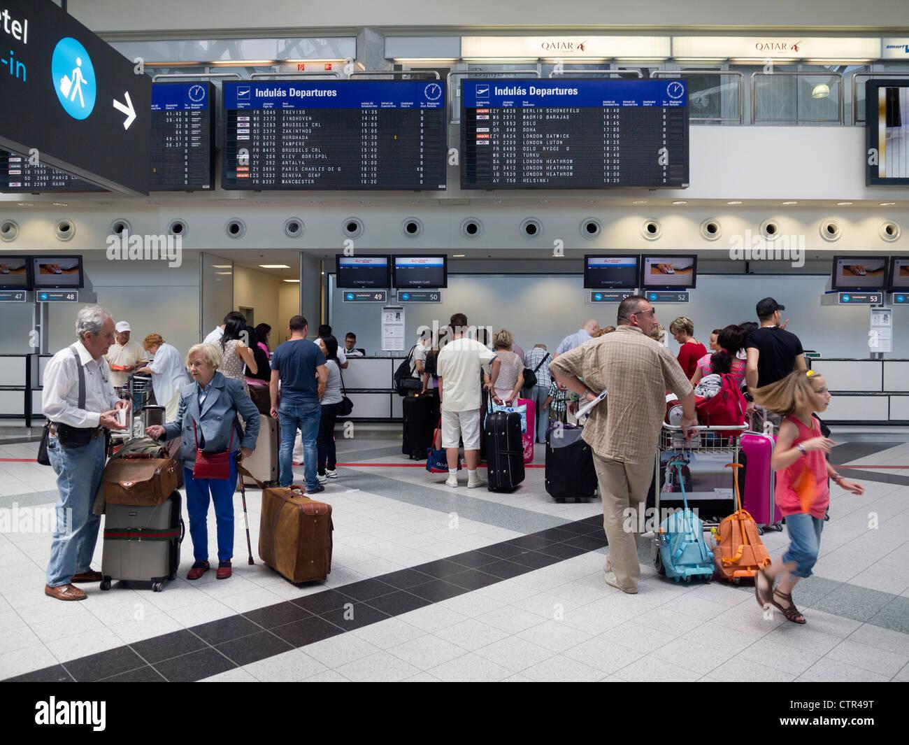 passagiere in budapest ferenc liszt international flughafen