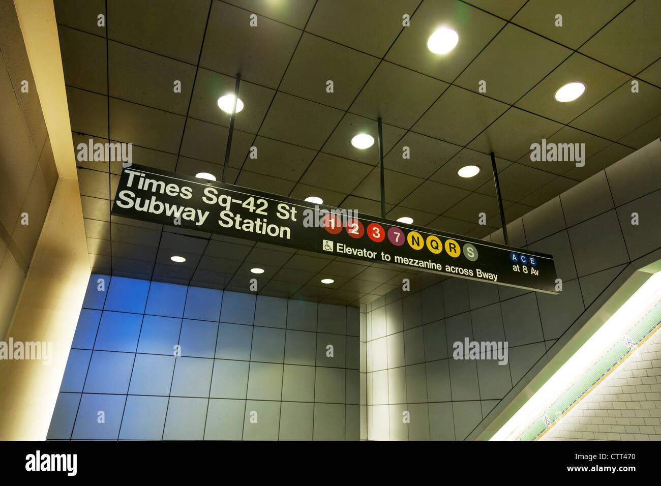 Times Square 42 Street Subway Station Ortseingangsschild New York City, Manhattan Stockbild