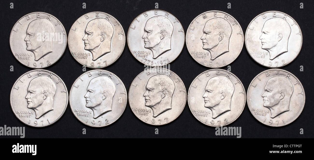 Köpfe Blick auf 10 (zehn) Eisenhower US ein-Dollar-Münzen. Stockbild