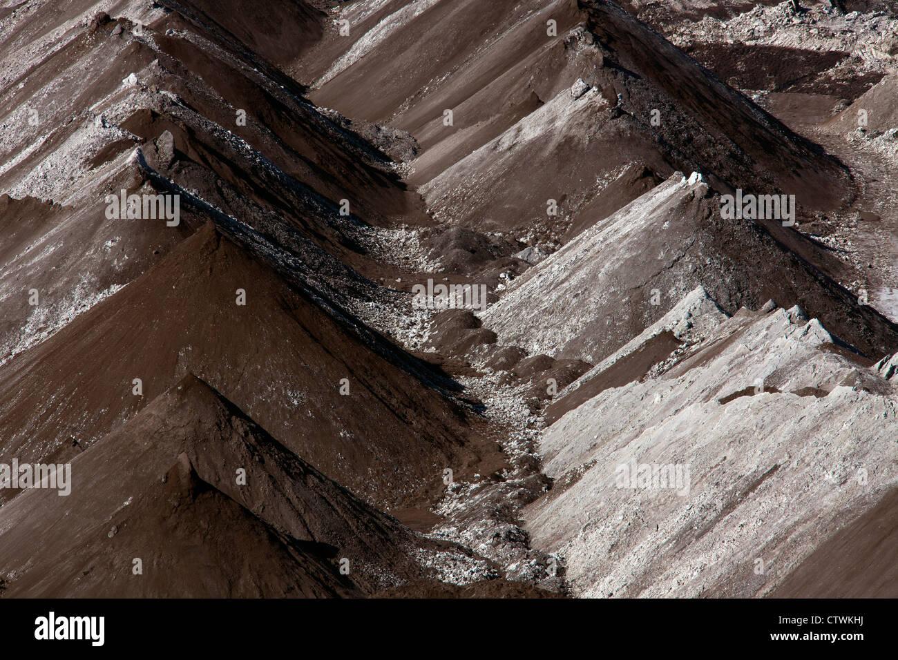 Verderben Haufen aus extrahierten Braunkohle / Braunkohle im Tagebau abbauen, Sachsen-Anhalt, Deutschland Stockbild